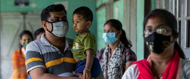 """Powikłanie po COVID-19 w Indiach. Groźny """"czarny grzyb"""" atakuje ozdrowieńców"""