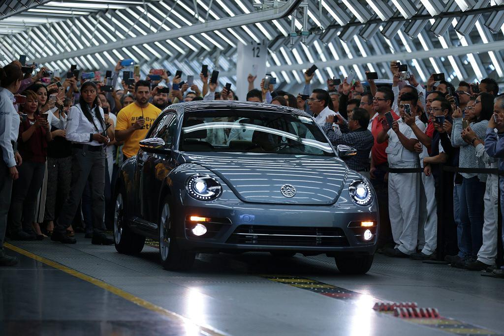Volkswagen Beetle - ostatni egzemplarz wyprodukowany przez fabrykę w Meksyku.