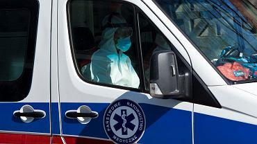 Ekipa ambulansu w czasie epidemii koronawirusa