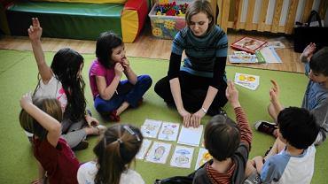 Zajęcia z języka angielskiego w warszawskim przedszkolu Mały Podróżnik w marcu br. Po 1 września rodzice nie będą mogli kupić zajęć dodatkowych w przedszkolach.
