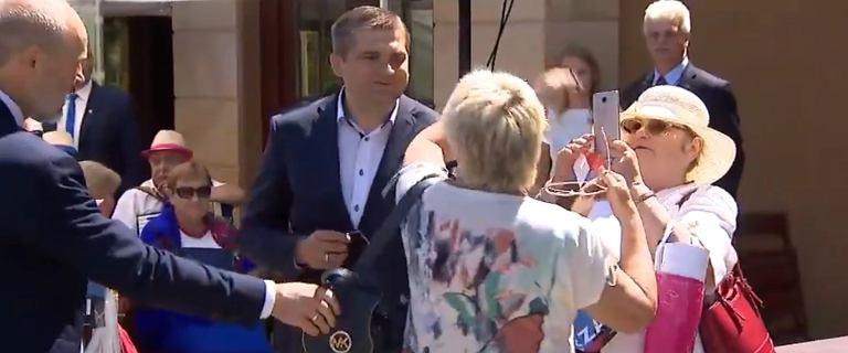 """""""Diabła chcemy wygonić!"""". Starcie zwolenniczek Dudy i Trzaskowskiego"""
