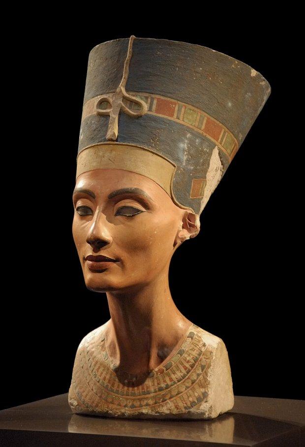 Popiersie Nefertiti znajdujące się w berlińskim muzeum
