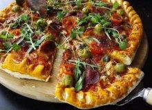 Pizza z szynką szwarcwaldzką z serowym brzegiem - ugotuj