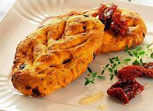 Focaccia szafranowa z suszonymi pomidorami - ugotuj