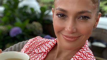 Jennifer Lopez w najmodniejszej fryzurze na lato. Odmładza i robi furorę wśród kobiet (zdjęcie ilustracyjne)