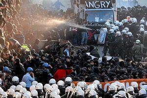 """""""Capitalism Kills"""" - zamieszki przed szczytem G20 w Hamburgu"""