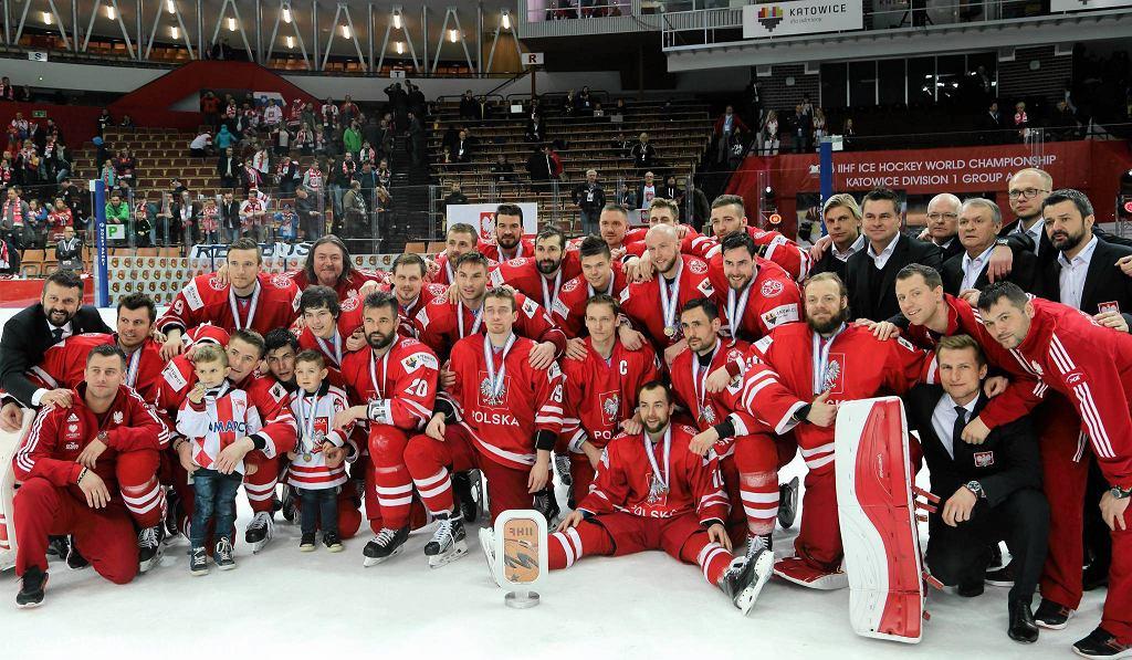 W kwietniowych mistrzostwach świata w katowickim Spodku Polacy zajęli trzecie miejsce i nie awansowali do hokejowej elity