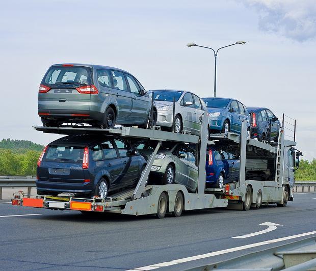 Rząd zapowiada wyższą akcyzę na używane samochody, import wystrzelił