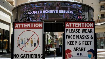 Koronawirus w USA - na zdjęciu wejście do supermarketu w Los Angeles
