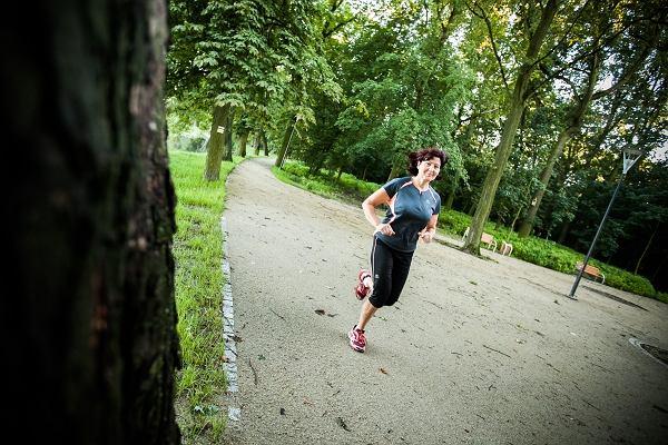 Halina Kokocińska z Kościana, startuje w maratonie we Wrocławiu w ramach Polska Biega maratony dla wnuków