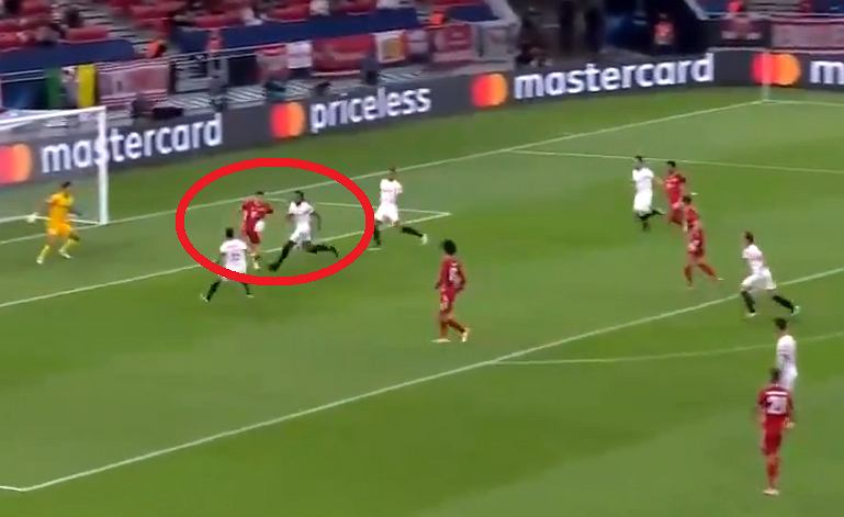 Asysta Roberta Lewandowskiego w meczu Bayern - Sevilla