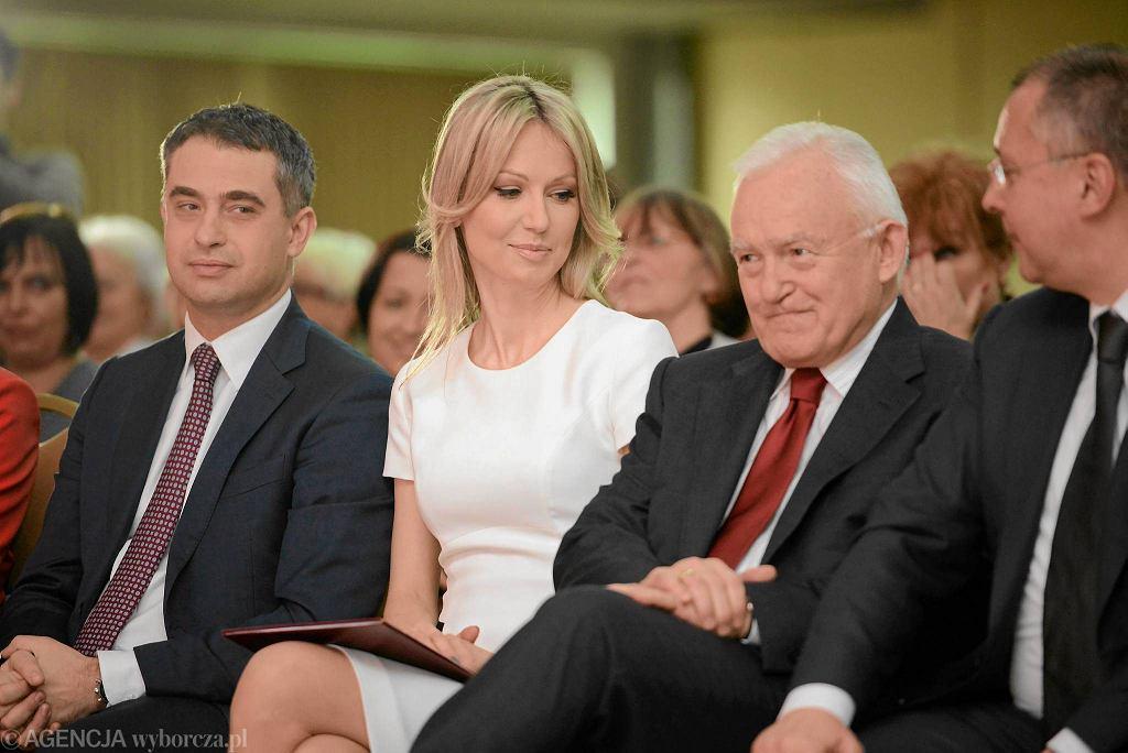 Sekretarz SLD Krzysztof Gawkowski, kandydatka SLD na Prezydenta RP Magdalena Ogórek i szef partii Leszek Miller podczas IV Sejmiku Kobiet Lewicy. Warszawa, 7 marca 2015 r.