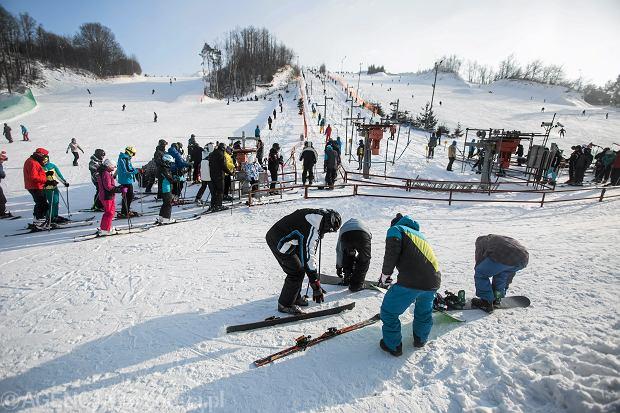 Nie musisz jechać w góry, żeby pojeździć na nartach. Stoki działają także w miastach [LISTA MIEJSC]