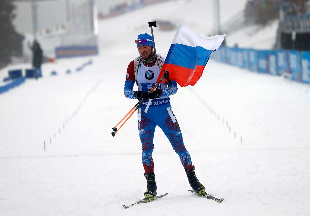 13.01.2019, Oberhof, Niemcy, Aleksandr Łoginow na mecie biegu sztafetowego 4x7.5 km w ramach Pucharu Świata w biatlonie.