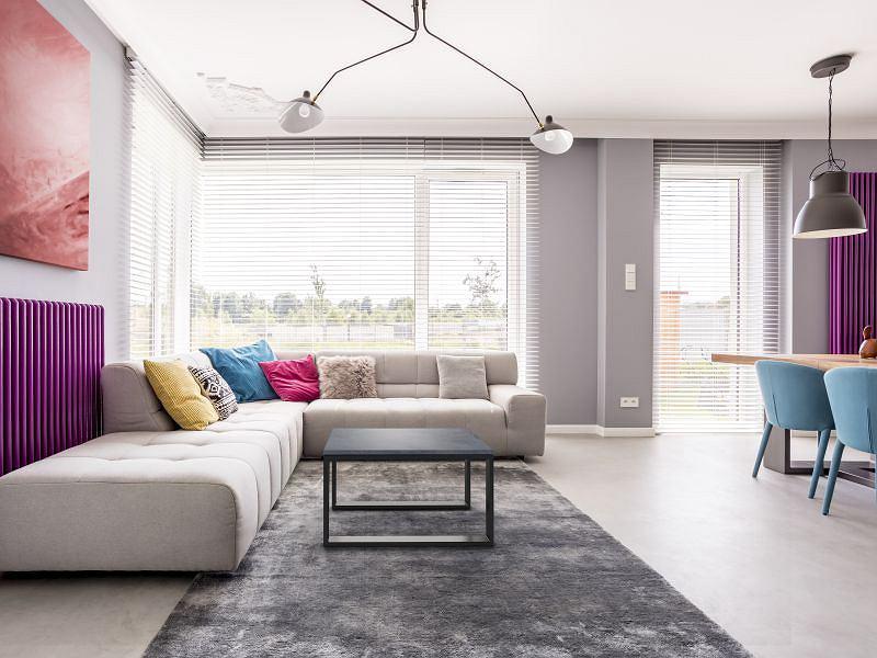 Minimalistyczny betonowy stolik bardzo dobrze sprawdzi się w nowoczesnym otoczeniu. Stolik Creativ (Modern Line).
