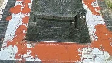 Zniszczony grób dziecka na cmentarzu na Jędrzychowie (dzielnica Zielonej Góry)