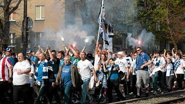O godz. 18 na Bułgarskiej rozpoczął się mecz Lecha z Wisłą, kibice Lecha na stadion maszerowali ulicami Poznania