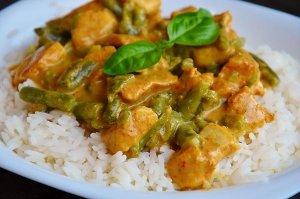 Curry z kurczakiem i fasolką szparagową