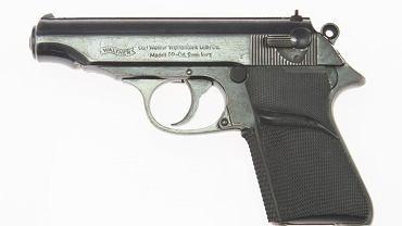 Pistolet Jamesa Bonda sprzedany za 256 tys. dol