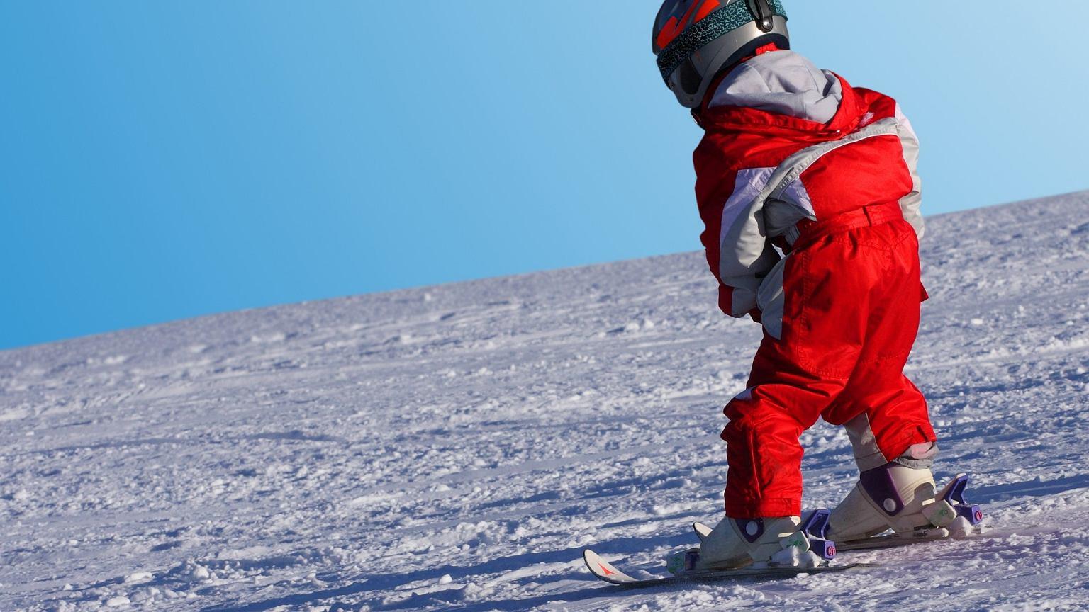 Najlepiej zacząć uczyć się jazdy na nartach w wieku kilku lat