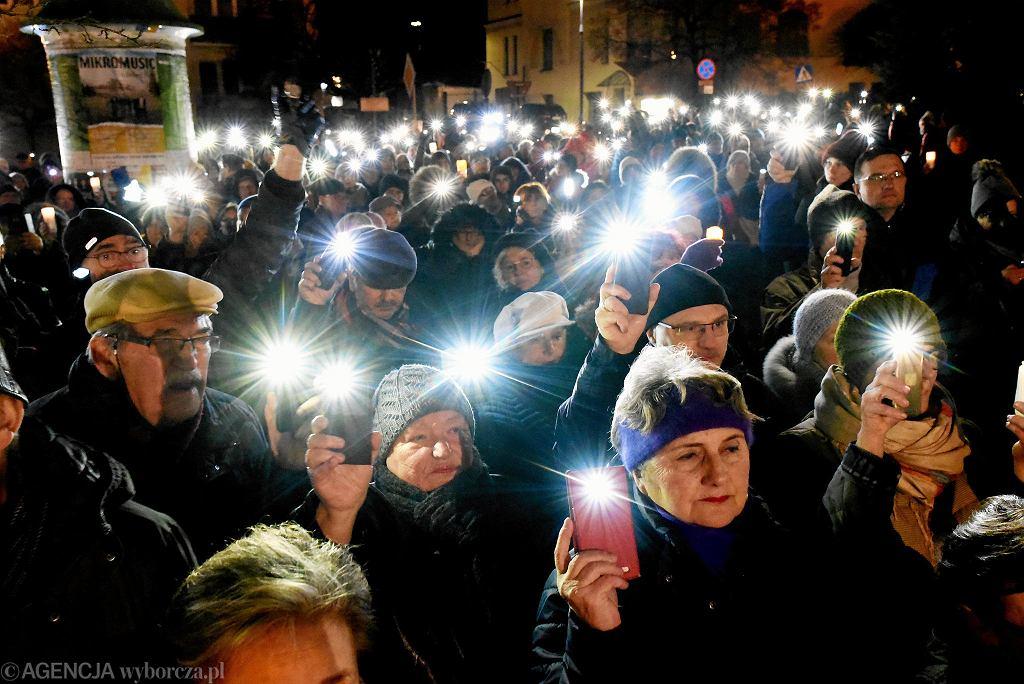 Protest w obronie niezawisłości sądów w Olsztynie.