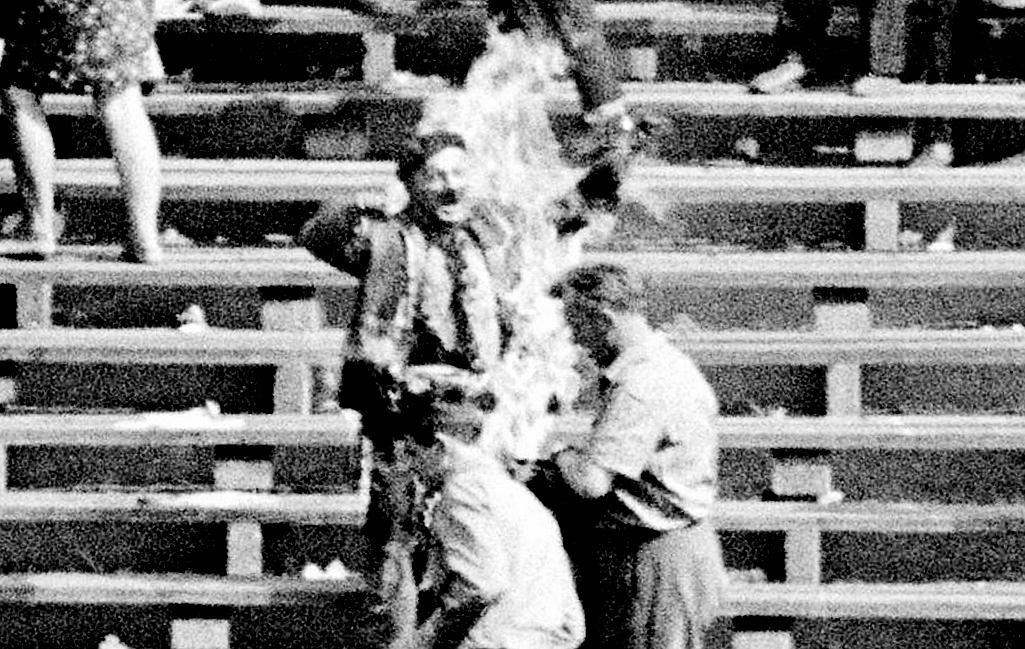 'Ludzie, w których może jeszcze tkwi iskierka uczuć ludzkich! Opamiętajcie się! Usłyszcie mój krzyk!' - powiedział w ostatnim przesłaniu 59-letni Ryszard Siwiec, nim 8 września 1968 r. podpalił się na Stadionie Dziesięciolecia w proteście przeciwko inwazji na Czechosłowację