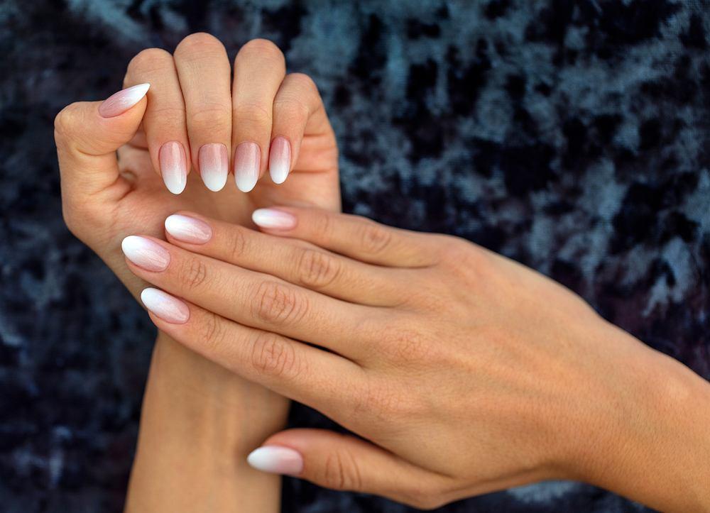 Francuski manicure w stylu ombre.