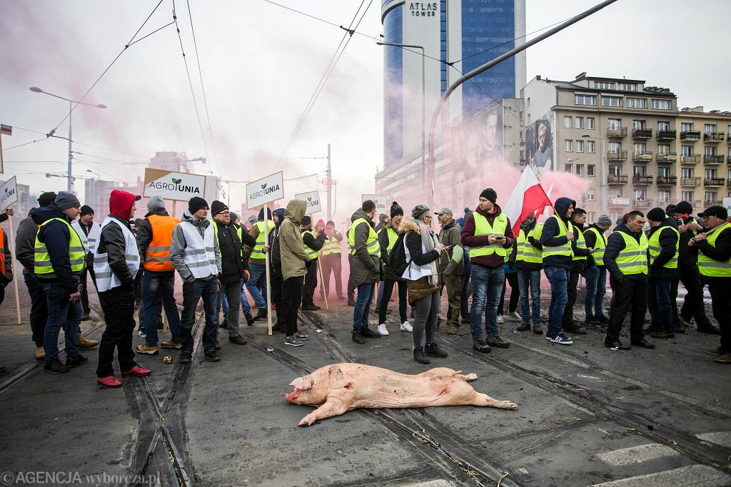 Protest rolnikow na Placu Zawiszy w Warszawie