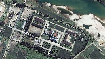 Zdjęcie satelitarne Ośrodka Badań Jądrowych w Jongbjon w Korei Północnej.