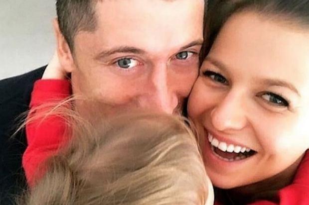 Robert Lewandowski opublikował na Instagramie zdjęcie z córką. Piłkarz napisał, że Klara jest jego największą motywacją i wsparciem.