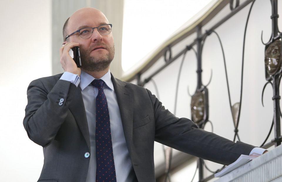 https://bi.im-g.pl/im/55/6e/18/z25618005V,Kamil-Zaradkiewicz-w-Sejmie--Warszawa--25-stycznia.jpg