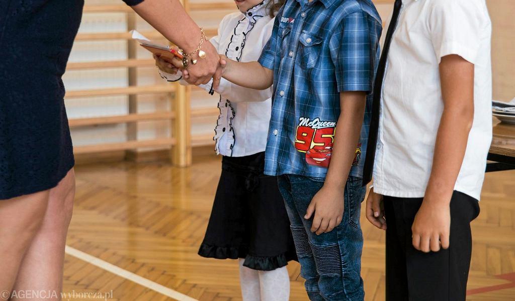 Zakończenie roku szkolnego (zdjęcie ilustracyjne)