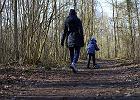 Czy można wychodzić na spacer? Koronawirus powinien zatrzymać nas w domu? Pytamy pediatrę