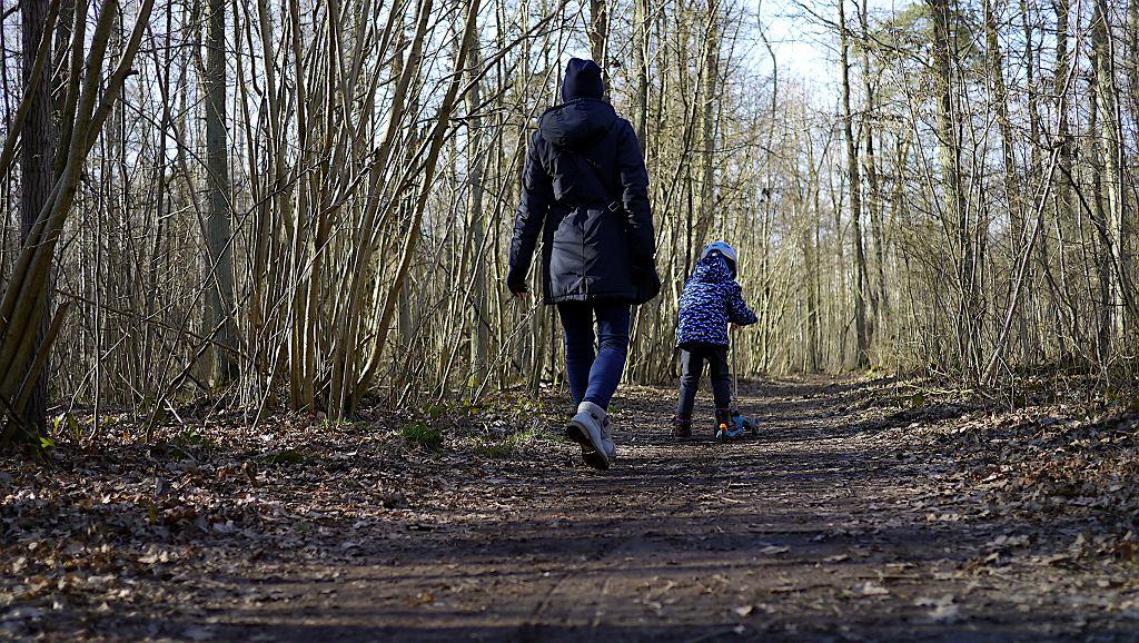 Czy można wychodzić na spacer? Koronawirus powinien zatrzymać nas w domu?