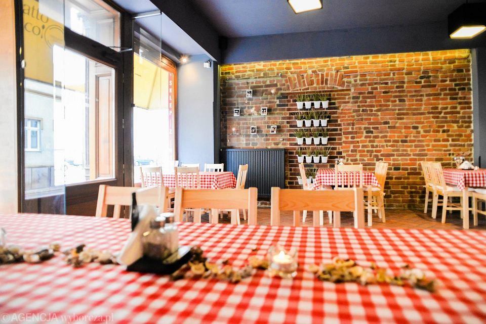 Włoska Restauracja Obok Warzelni Szef Kuchni Pochodzi Z