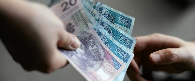Ile zarabia naprawdę bogaty? CBOS: Według Polaków 10 tys. zł