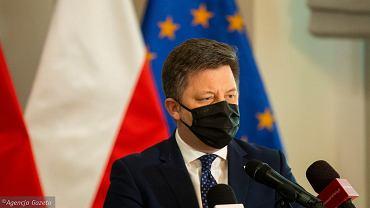 Kraje UE wycofują szczepionkę AstraZeneca. Dworczyk: Część państw popadła w histerię