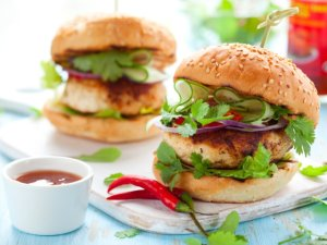 Pikantne burgery drobiowe