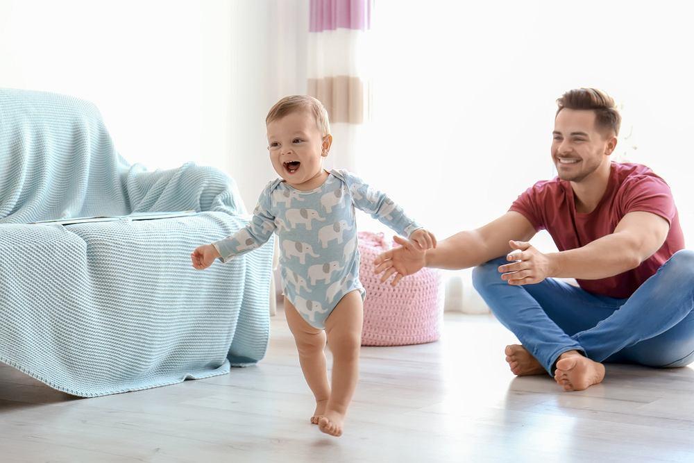 Dziecko po ukończeniu 1, roku życia albo opanowało, albo lada dzień opanuje samodzielne chodzenie.