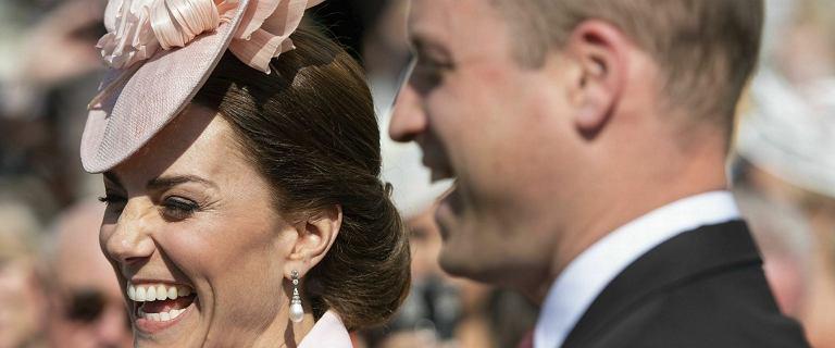 Księżna Kate i książę William na przyjęciu zorganizowanym przez królową Elżbietę II. Prezentowali się perfekcyjnie
