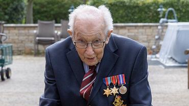 99-letni Tom Moore zebrał 6 mln funtów na pomoc służbie zdrowia.