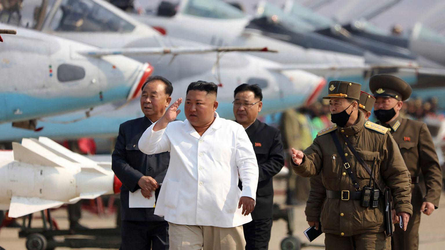 Korea Północna. Kim Dzong Un w stanie krytycznym? Tak twierdzi CNN | Wiadomości ze świata - Gazeta.pl