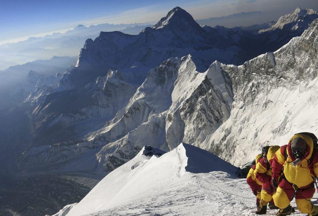 Zdjęcie z drogi na Mt Everest wykonane 18 maja. 29 maja 1953 r. sir Edmund Hillary wraz z Szerpą Tenzingiem Norgayem jako pierwszy w historii zdobył najwyższy szczyt świata.