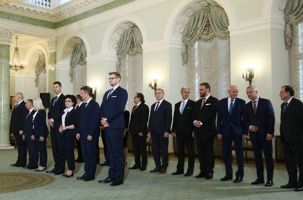 Rekonstrukcja rządu. Ze stanowiskami pożegnali się nie tylko ci ministrowie, którzy wywalczyli mandat europosła