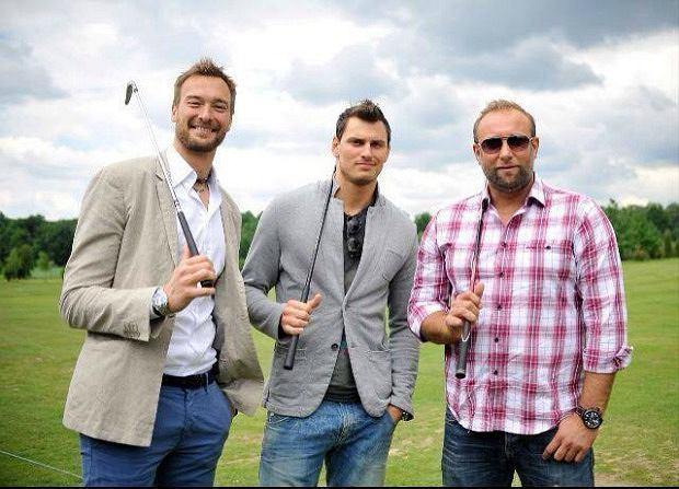Michał Łask, Zbigniew Bartman i Artur Siódmiak grają w golfa