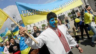 Ukraińcy podczas parady Schumana w Warszawie, 10 maja 2014.