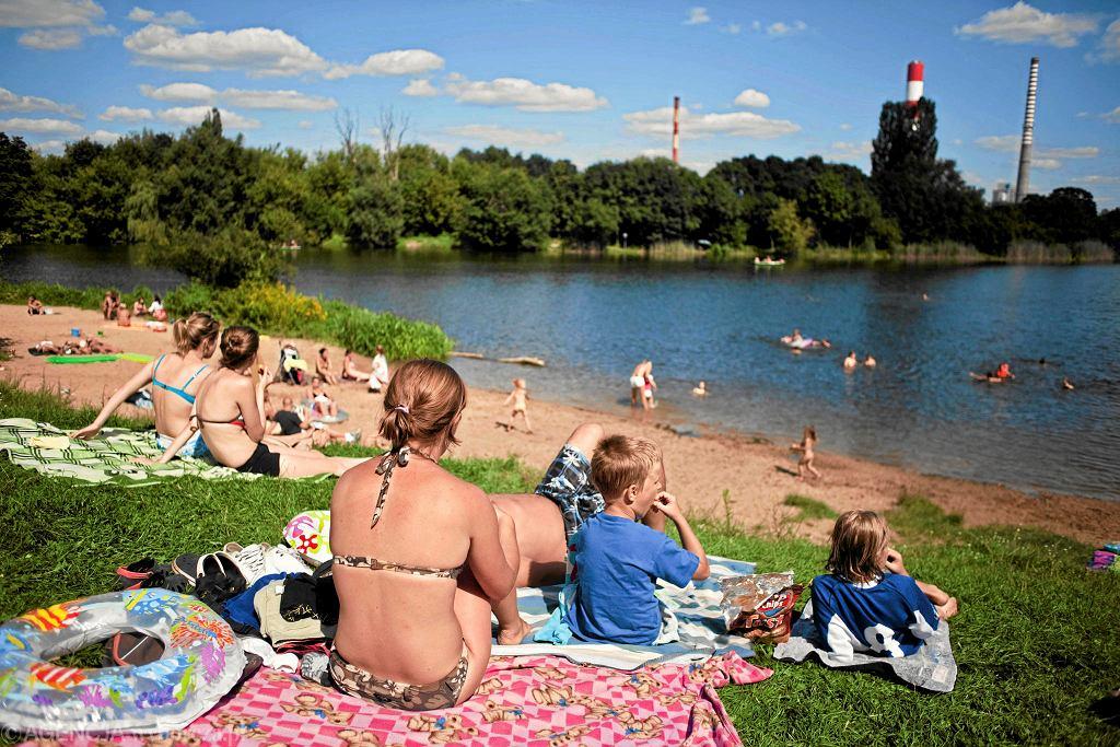 Plaża przy Jeziorku Czerniakowskim, w którym można się kąpać. / ALINA GAJDAMOWICZ