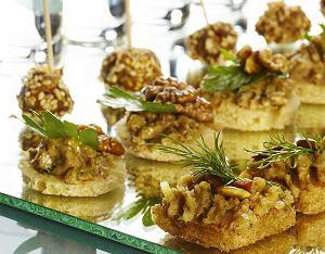 Tartinki z pasztetem drożdżowym w trzech smakach: borowikowym, sezamowym i czosnkowym