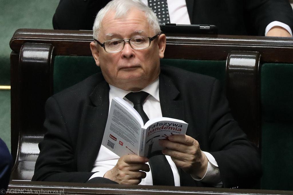 Pensja minimalna nie wzrośnie do 3 tys., co zapowiadał w zeszłym roku Jarosław Kaczyński