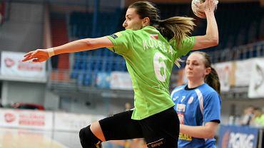 Rzuca Agnieszka Kocela z MKS Selgros Lublin